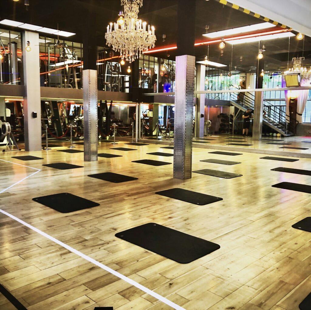salle de cours fitness lofting boulogne billancourt bodypump cycling yoga zumba abdos fessiers pilates hiit crossfit
